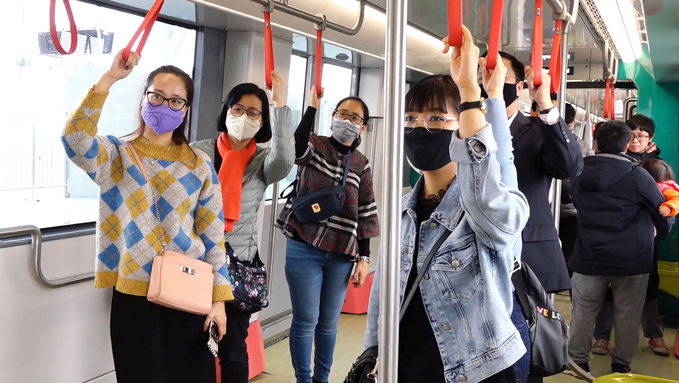First train of Hanoi's second metro line on trial run