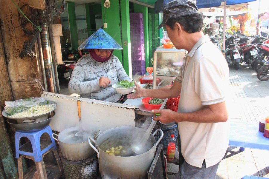 Saigon eatery serves different dish for breakfast each day