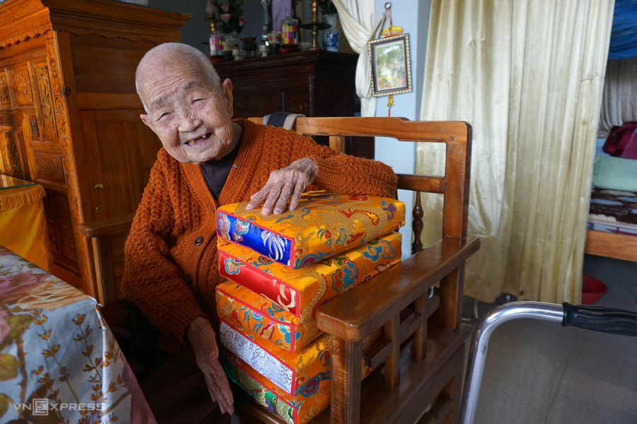 99-year-old Nguyen Dynasty pillow maker
