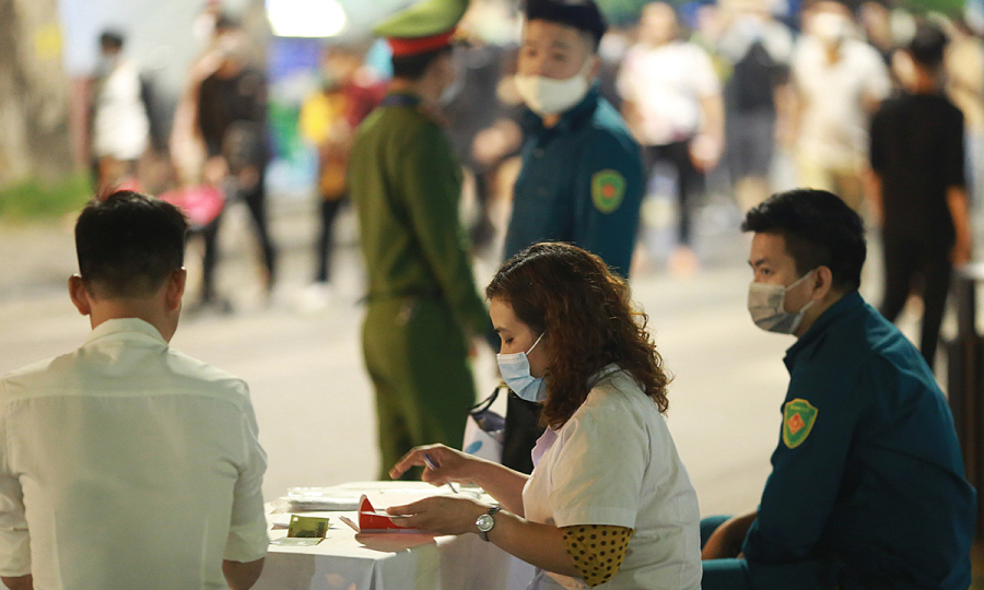 Hanoi district fines non-mask wearers $13,800 over holiday