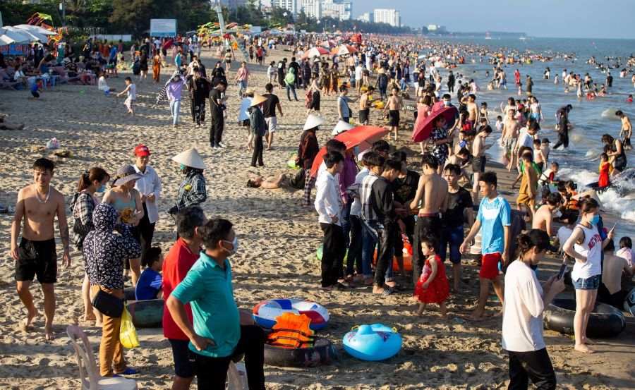 Travel hotspots cash in on high tourist numbers amid national holiday