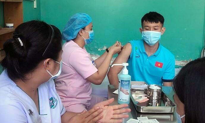 Vietnam futsal team gets Covid-19 jab ahead of World Cup playoff