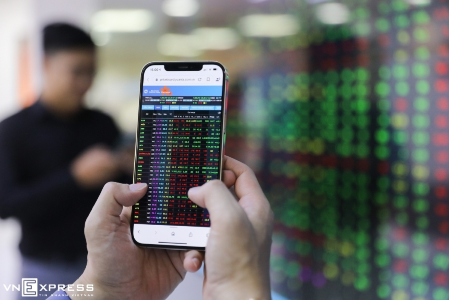 Stock brokerages bring back order cancelation, modification functions