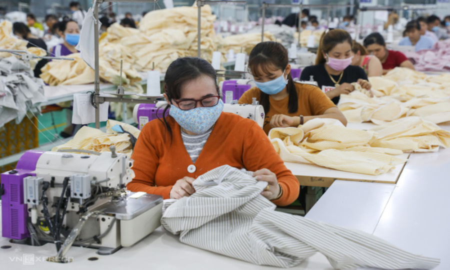 Cut VAT by half for lower prices, HCMC proposes